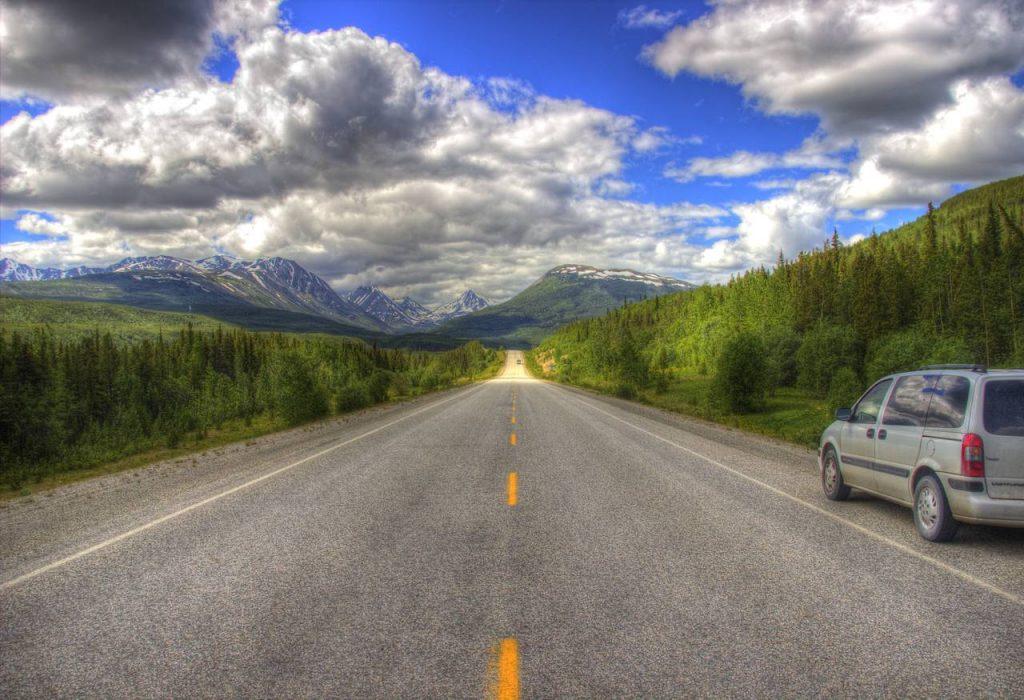Eine typische Szene auf dem Alaska Highway Richtung Whitehorse