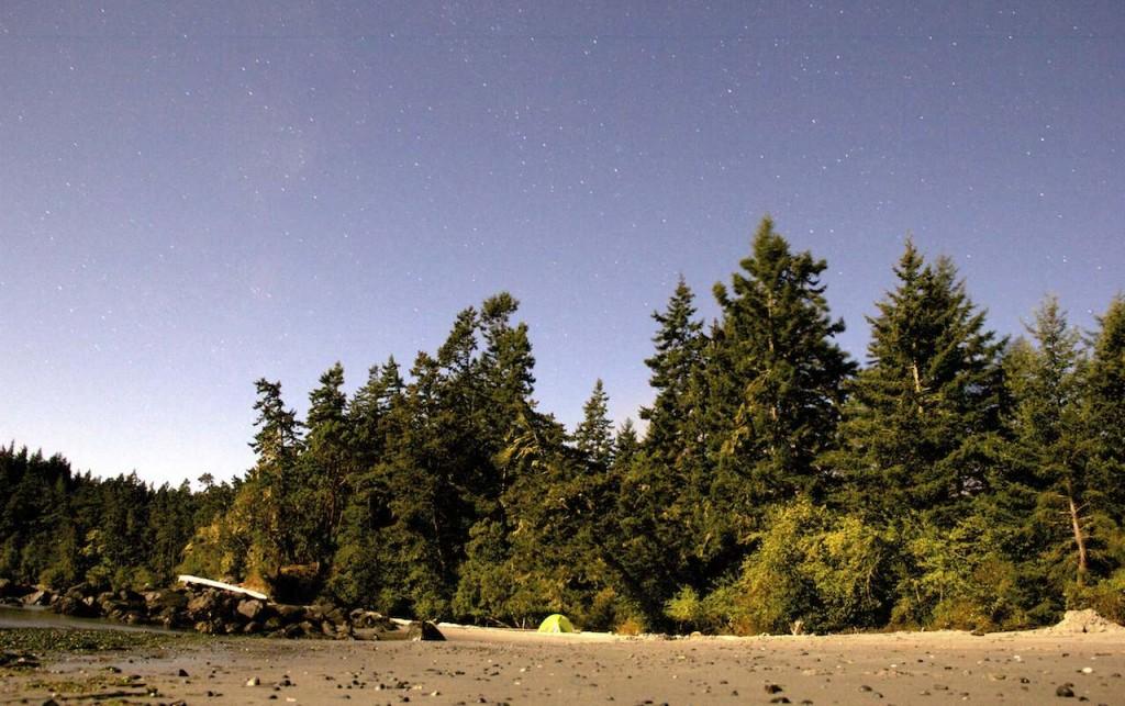 Unser Campingplatz am Strand. Wunderbar mit Meeresrauschen und weichem Untergrund