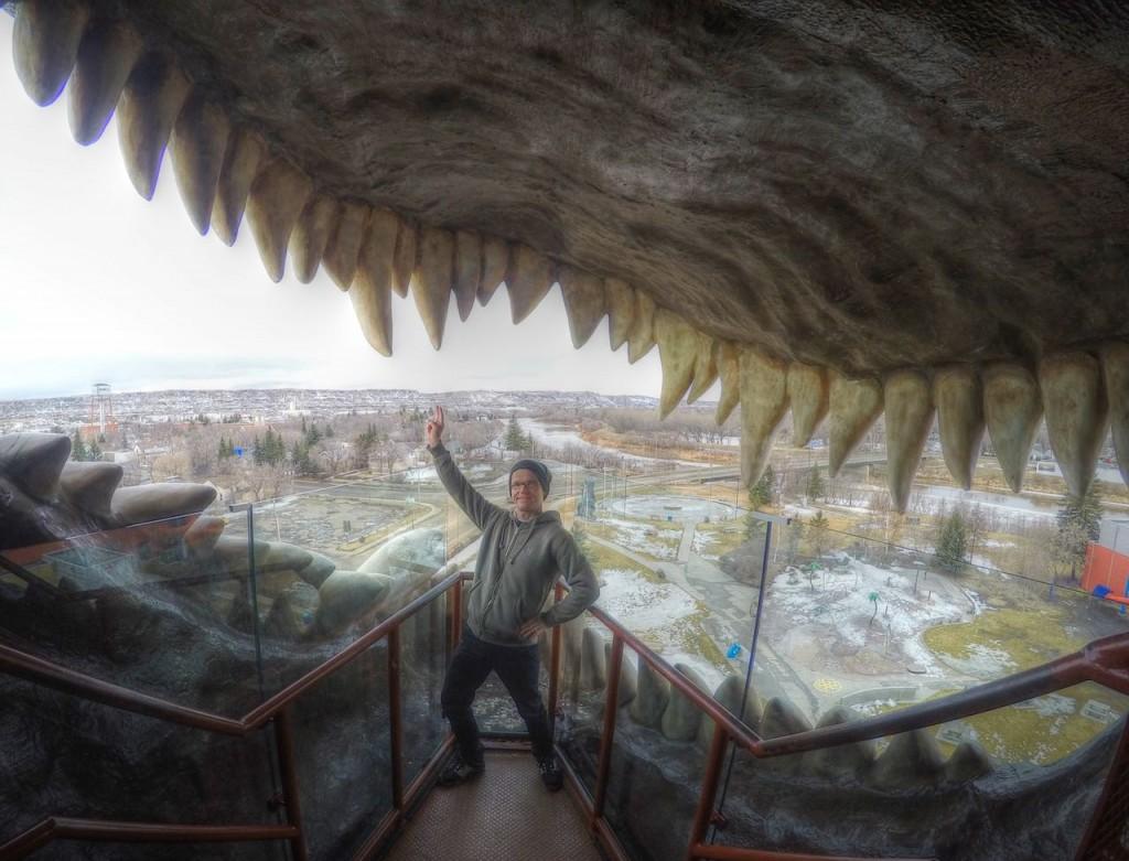 Der weltgrößte Dinosaurier in Drumheller kann von innen bestiegen werden und bietet einen Blick über die ganze Stadt